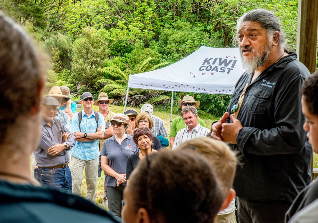Rodney Ngawaka and Ngunguru school students welcome WWF-New Zealand and the Reconnecting Northland Steering Group